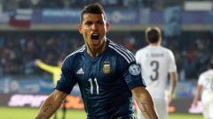 Argentinský útočník Sergio Agüero slaví svůj gól, kterým rozhodl o vítězství nad Uruguayí 1:0